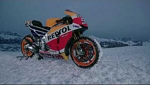 Marc Márquez pilote sa Honda RC213V sur la neige à Kitzbühel