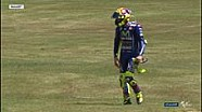 Reaksi Valentino Rossi setelah terjatuh di Le Mans