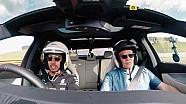 Aksi Lewis Hamilton menggeber mobil Mercedes-AMG E63