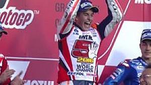 Marc Marquez cium trofi kemenangan di MotoGP Jepang 2016
