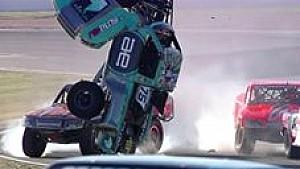 Stadium-Trucks: Wilder Überschlag